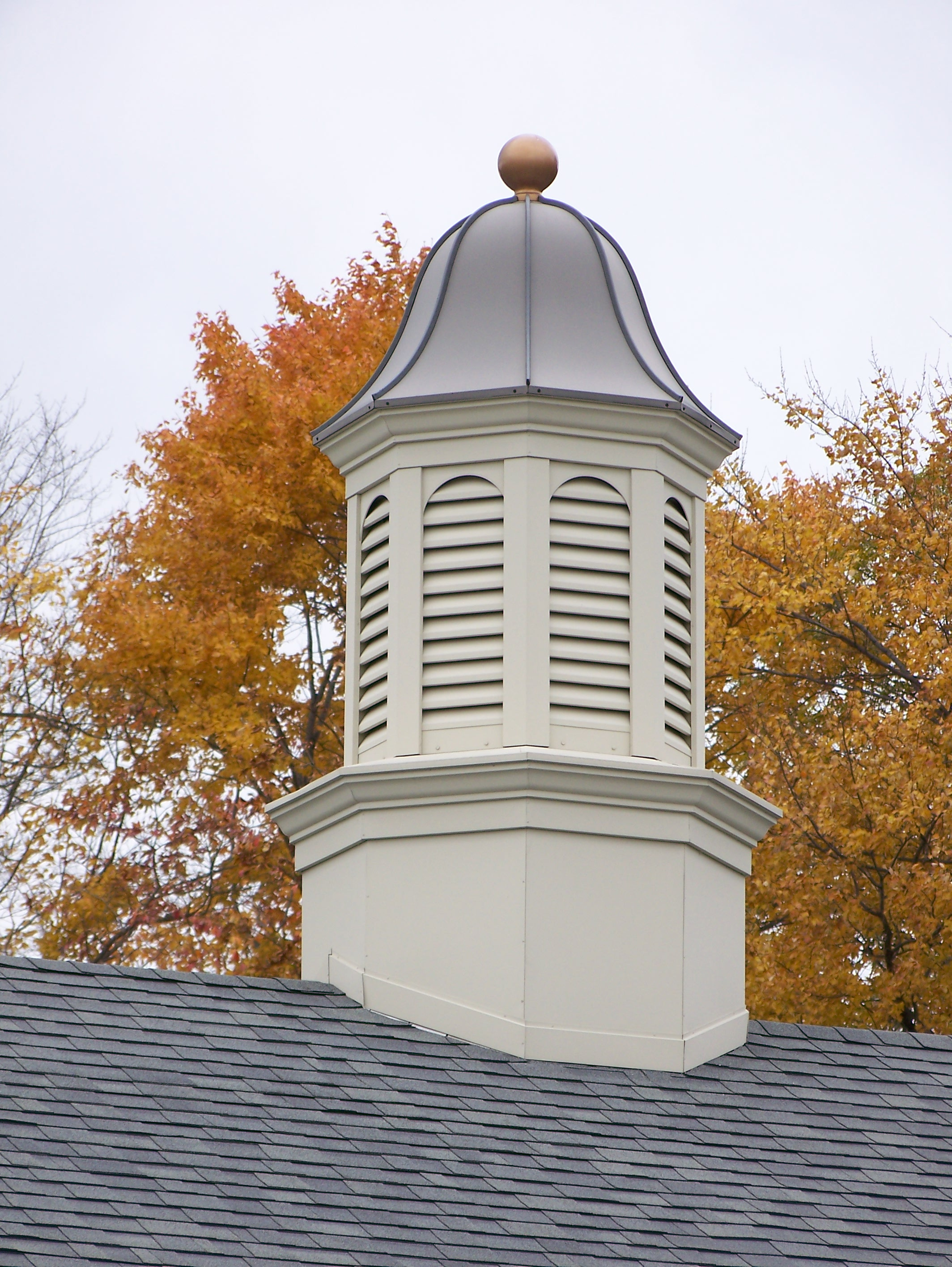Octagonal Cupola Model 8401 With Louvers And Spire